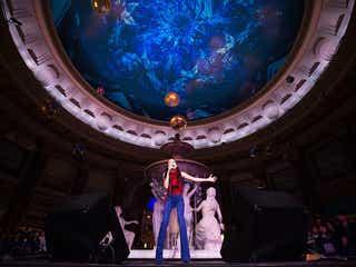篠原涼子主演ドラマ「オトナ女子」の主題歌を、中島美嘉が熱唱!プロジェクションマッピング点灯式で「歌っていて気持ちよかった」
