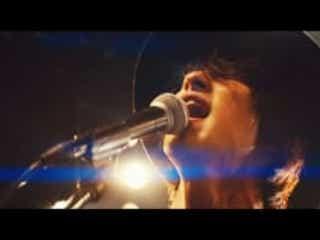 横浜流星、雨に濡れ絶叫…話題のamazarashi新曲MVのフルバージョンが公開!