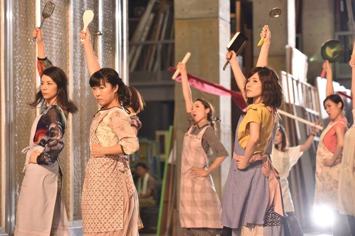 「ウチの夫は仕事ができない」ダンスシーンの様子(C)日本テレビ