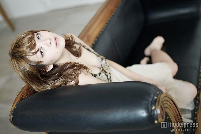 """""""癒し系ボディ""""里々佳解禁、今愛される魅力に迫る モデルプレスインタビュー【モデルプレス】"""