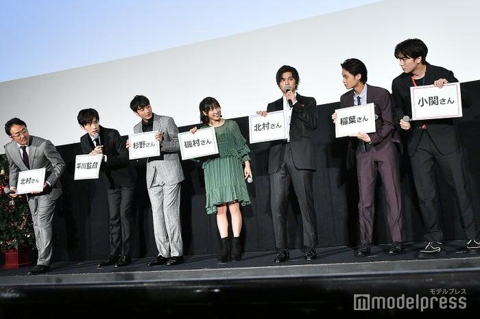 (左から)平川雄一朗監督、杉野遥亮、小関裕太、土屋太鳳、北村匠海、磯村勇斗、稲葉友 (C)モデルプレス