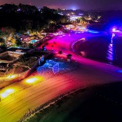 夜のシンガポールのビーチがアート空間に!「マジカルショア」は幻想的な光の魔法にかかる新名所