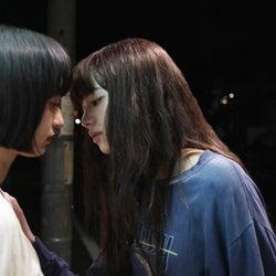 小松菜奈、門脇麦に強引キス 衝撃シーン解禁<さよならくちびる>
