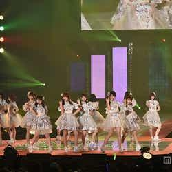 """モデルプレス - AKB48「GirlsAward」ラストを飾る""""恋チュン""""ほか人気ナンバーを続々パフォーマンス<GirlsAward 2015 S/S>"""