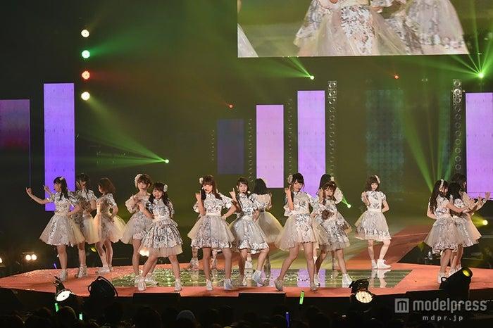 「GirlsAward 2015 SPRING/SUMMER」に出演したAKB48【モデルプレス】