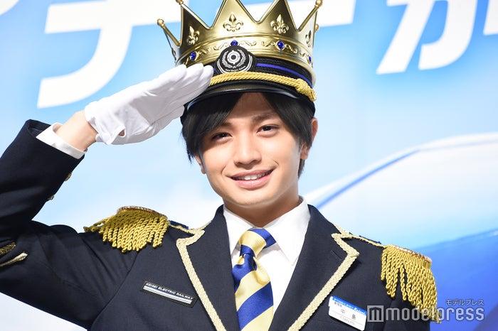 王子様姿で「現代のセクシー」を語った中島健人(C)モデルプレス