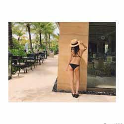 モデルプレス - 板野友美、美ヒップ強調のSEXYビキニショットが話題「スタイル良すぎ」