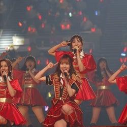 SKE48 高柳明音、卒コンで伝説の『ヘビーローテーション』を熱唱!歴代MV衣装も大公開!