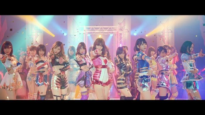 小嶋陽菜/AKB48「シュートサイン」MVより(C)AKS