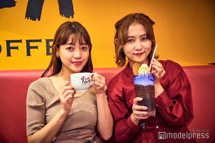 左)砂焼きコーヒー 440円(税込)、右)キャラメルウインナーコーヒーICE 550円(税込)(C)モデルプレス