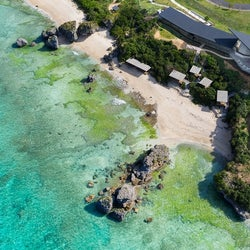 沖縄に絶景海カフェ「星野リゾート バンタカフェ」崖の上からコバルトブルーの海を一望