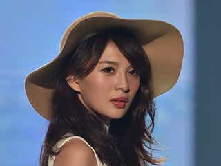 舞川あいく、クールな表情で魅せる秋のランウェイ 1万3千人魅了<神コレ2015A/W>
