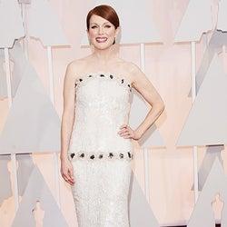 アカデミー主演女優賞最有力候補・ジュリアン・ムーア、シャネルのタイトドレスでレッドカーペット降臨
