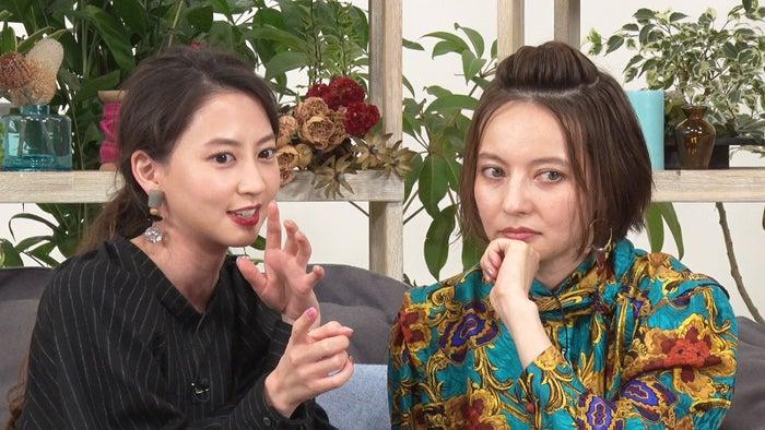 河北麻友子、ベッキー/「あいのり:Asian Journey」第5話より(C)フジテレビ