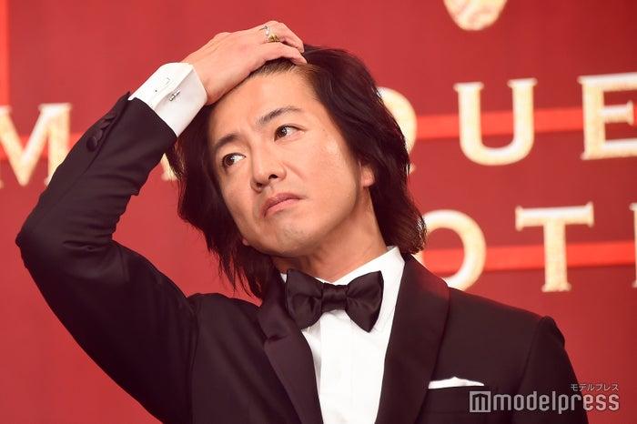 木村拓哉が髪をかきあげるたびに黄色い歓声 (C)モデルプレス