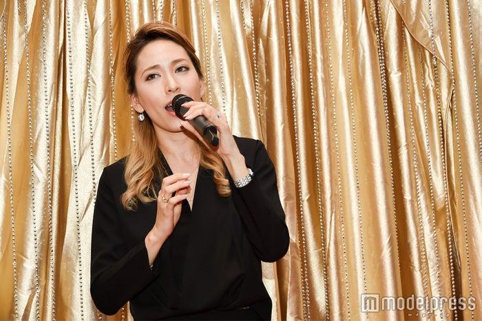 歌手のKanaが歌唱パフォーマンス(C)モデルプレス