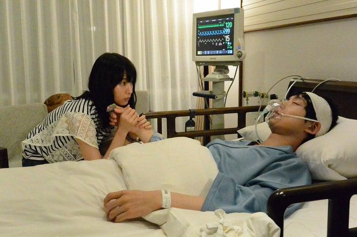 吉岡里帆、坂口健太郎/「ごめん、愛してる」第7話より(画像提供:TBS)