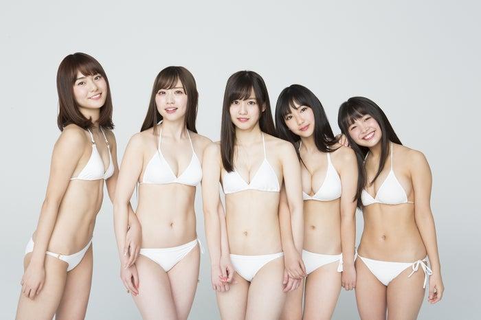 (左から)池松愛理、新木さくら、岡田佑里乃、沢口愛華、寺本莉緒(C)細居幸次郎/ヤングマガジン