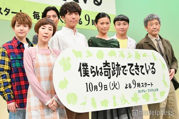 (前列左から)戸田恵子、高橋一生、榮倉奈々、小林薫(後列左から)西畑大吾、要潤、児嶋一哉 (C)モデルプレス