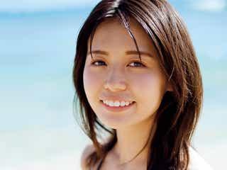 """色白×もっちり""""モッツァレラボディ""""で人気の井口綾子、ビキニ姿がまぶしい 初の写真集発売決定"""