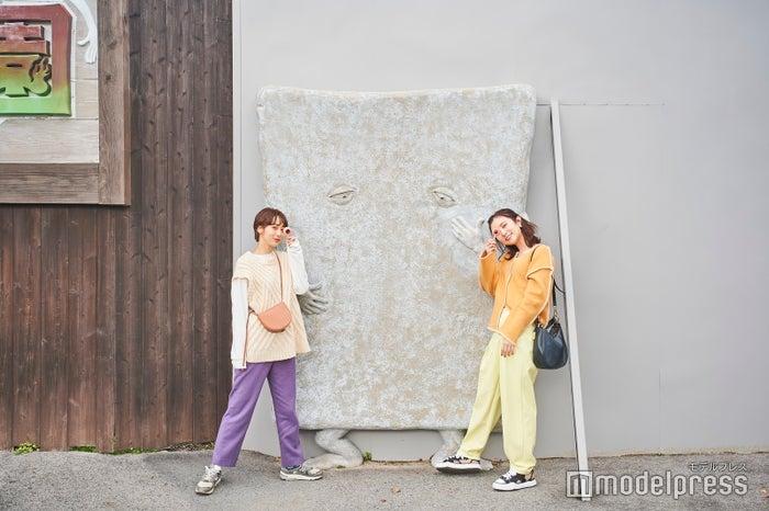 実寸大!?リアリティたっぷりに壁に張り付いているぬりかべの像(C)モデルプレス(C)水木プロダクション