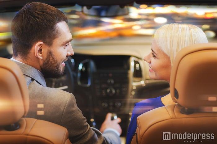 男性がドライブデートでしたいキスシチュ5選 タイミングを作れ!(Photo by Syda Productions)