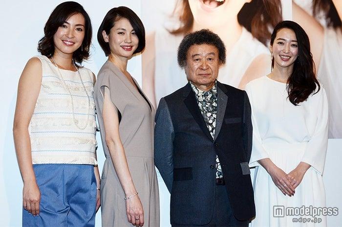 篠山紀信氏(中右)が3人の美女と新たなヌードに挑戦【モデルプレス】