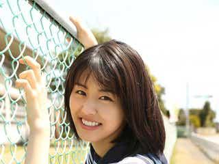 竹内愛紗、1st写真集未掲載カット解禁 「中学生以来」のセーラー服姿も
