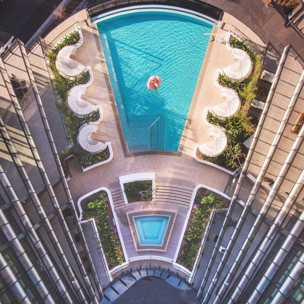 スカイ・スイーツ・グリーンスクエアの屋上プール/画像提供:クラウン・グループ・ホールディングス