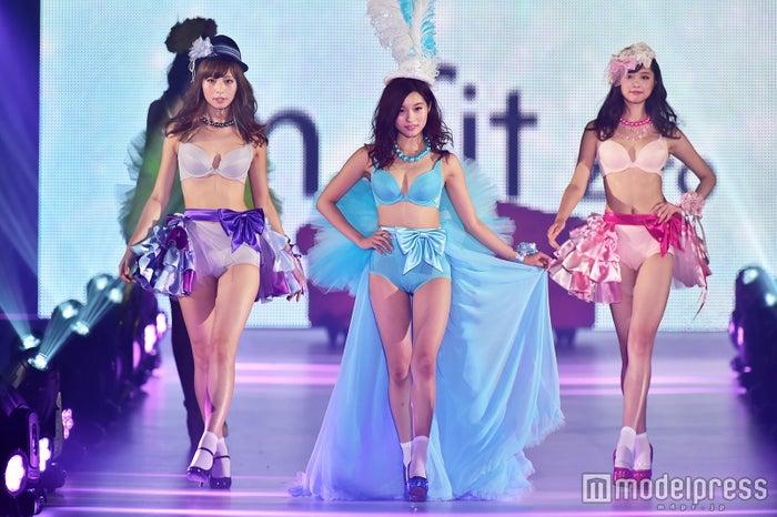 (左から)永田レイナ、坂井朝香、熊江琉唯(C)モデルプレス