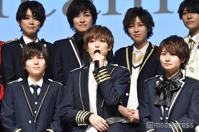 (前列左から)桜司爽太郎、愛刃健水、香月大弥(後列左から)紅竜真咲、藤守怜生、草歌部宙(C)モデルプレス