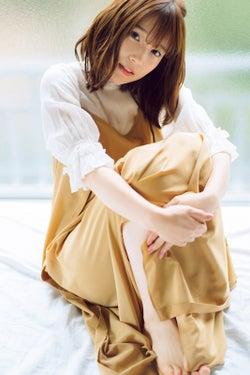 人気声優・内田真礼、優しい眼差しにドキッ