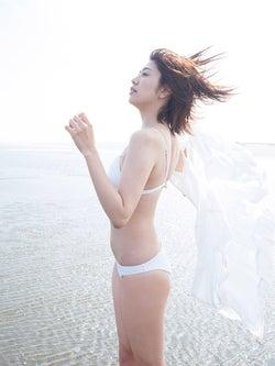 石川夏海(C)細居幸次郎、光文社