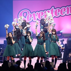 欅坂46、迫力パフォーマンスで観客を熱狂の渦に<セットリスト/Seventeen 夏の学園祭2017>