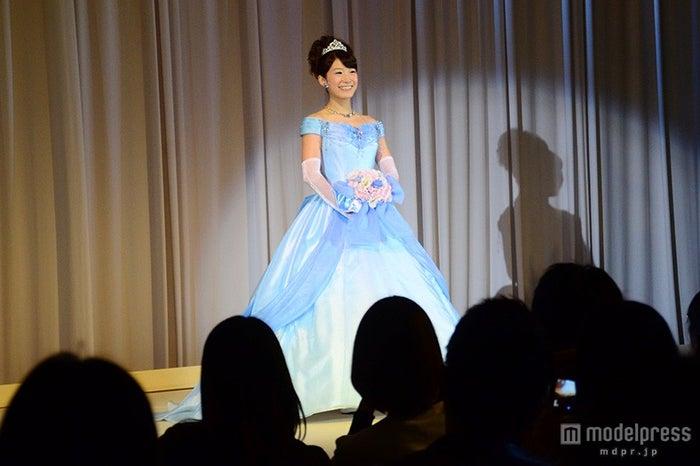 シンデレラをイメージしたカラードレス