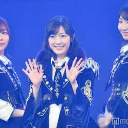 モデルプレス - 渡辺麻友、AKB48卒業で有終の美の涙 センター曲が視聴者投票1位<紅白本番/1位~10位>