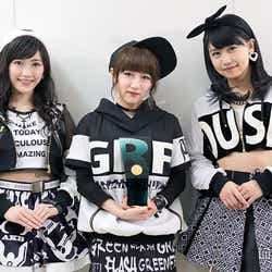 6冠を成し遂げたAKB48(左から)渡辺麻友、高橋みなみ、小嶋真子