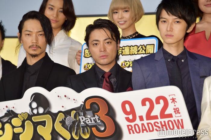 (左から)綾野剛、山田孝之、本郷奏多(C)モデルプレス