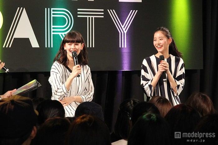 スタイルキープ法&仲良しプライベートを語った(左から)emma、新木優子【モデルプレス】