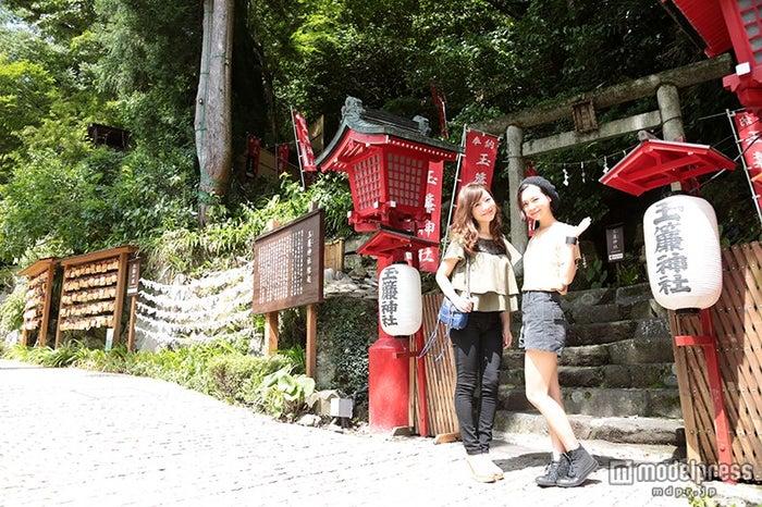 滝の上の縁結びに御利益がある箱根神社の分社「玉簾神社」でお参り