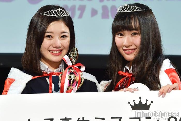 「女子高生ミスコン2017-2018」中部エリア予選/左から:グランプリ・ほのぴぴさん&準グランプリ・るなるなさん(C)モデルプレス;