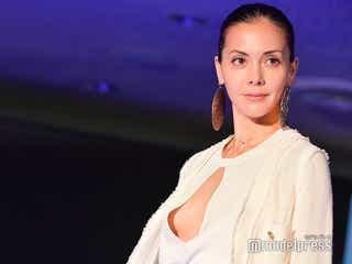 土屋アンナ、胸元大胆衣装でクールに決める<「TGCファッションセレモニー at 国連DDR」モデルプレス現地取材>