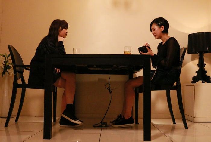 指原莉乃、兒玉遥/映画『尾崎支配人が泣いた夜 DOCUMENTARY of HKT48』より(C)2016「DOCUMENTARY of HKT48」製作委員会