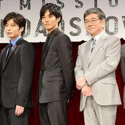 (左から)田中圭、松坂桃李、石坂浩二