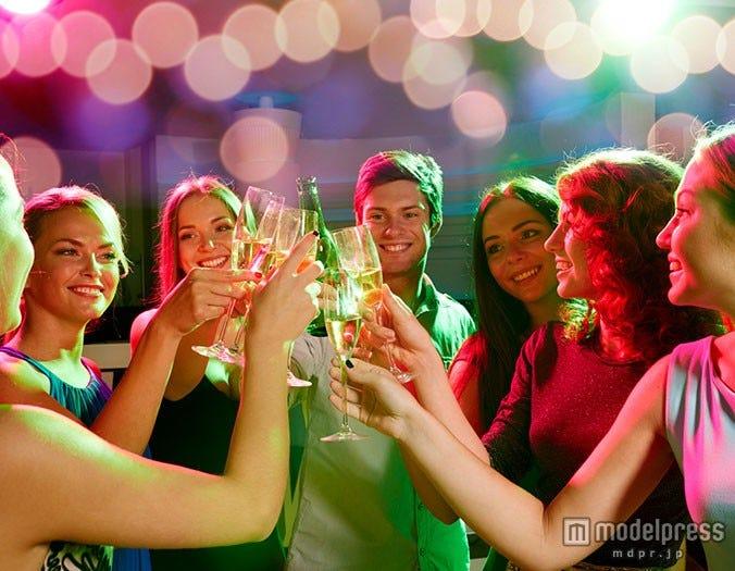 男性が飲み会で惚れてしまう女性の行動6つ - モデルプレス