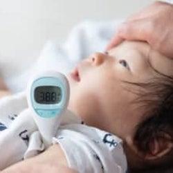 季節の変わり目は注意!赤ちゃんが風邪をひいたときのお家ケアと受診目安