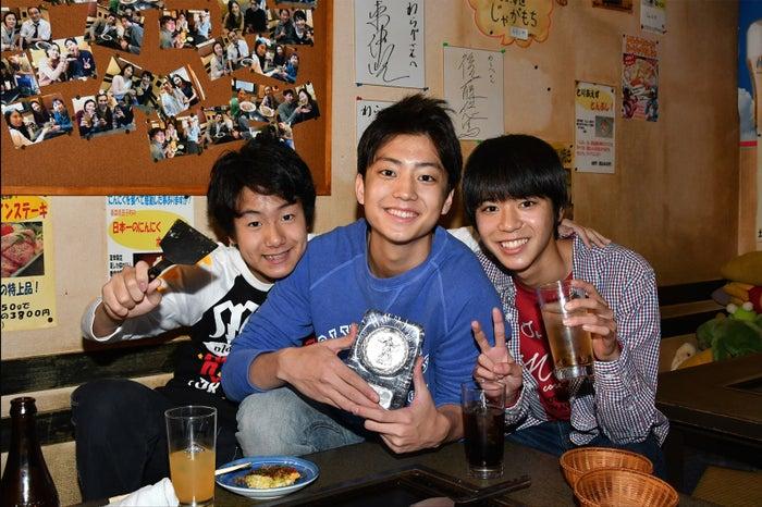 小原唯和(右)、健太郎(中央)、山下真人(左)/(画像提供:テレビ朝日)