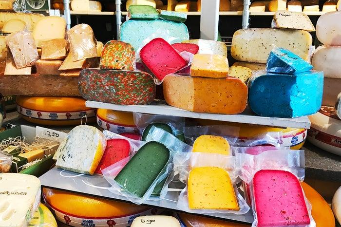 マルクトハル/チーズもとってもカラフル(提供写真)