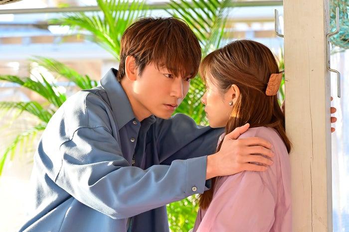綾野剛、石原さとみ 「恋はDeepに」第4話より(C)日本テレビ