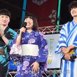 (左から)児嶋一哉、伊藤修子、金子大地 (C)モデルプレス